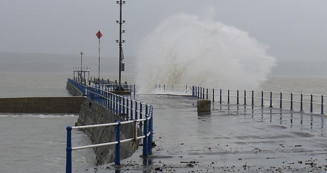 Storm Ciara: Met Office issues amber warning