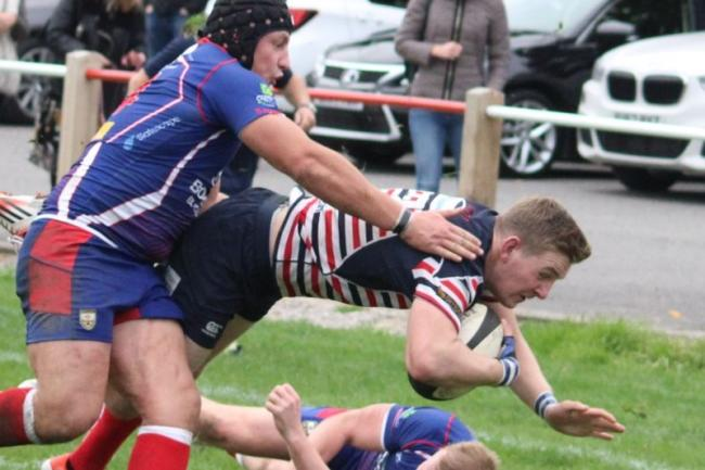 Try scorer Matt Walls in action. Picture courtesy of Peter Greville