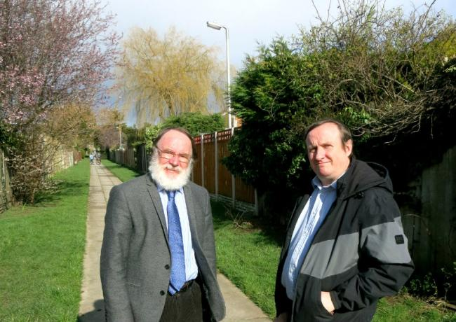 Cllr Brame and Cllr Kelly stood next to one of the lights in the Holmlands estate