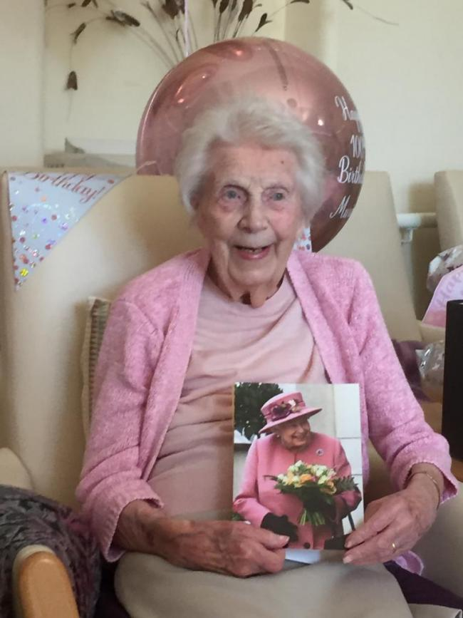 100-year-old Murial Dufton with her birthday card from the Queen