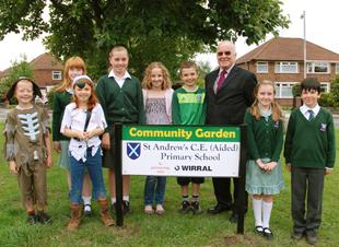 Pupils from St Andrews CofE with Cllr Harry Smith