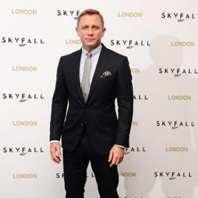 Royal seal of approval for Daniel Craig's 007 Skyfall premiere