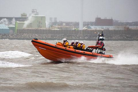 Lifeboat volunteers rescue fishing boat crew in high tide