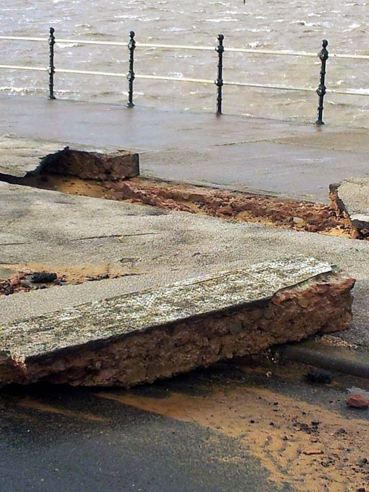 Wirral Globe: Gale force winds and high tides cause chaos at Wirral coastal towns