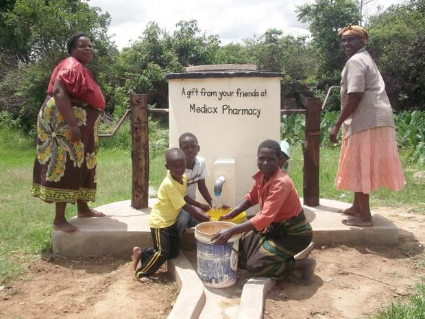 Villagers in Manicaland with the Elephant pump