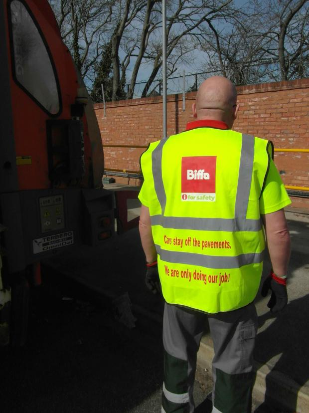 Wirral Globe: Wirral binmen balloted on possible strike