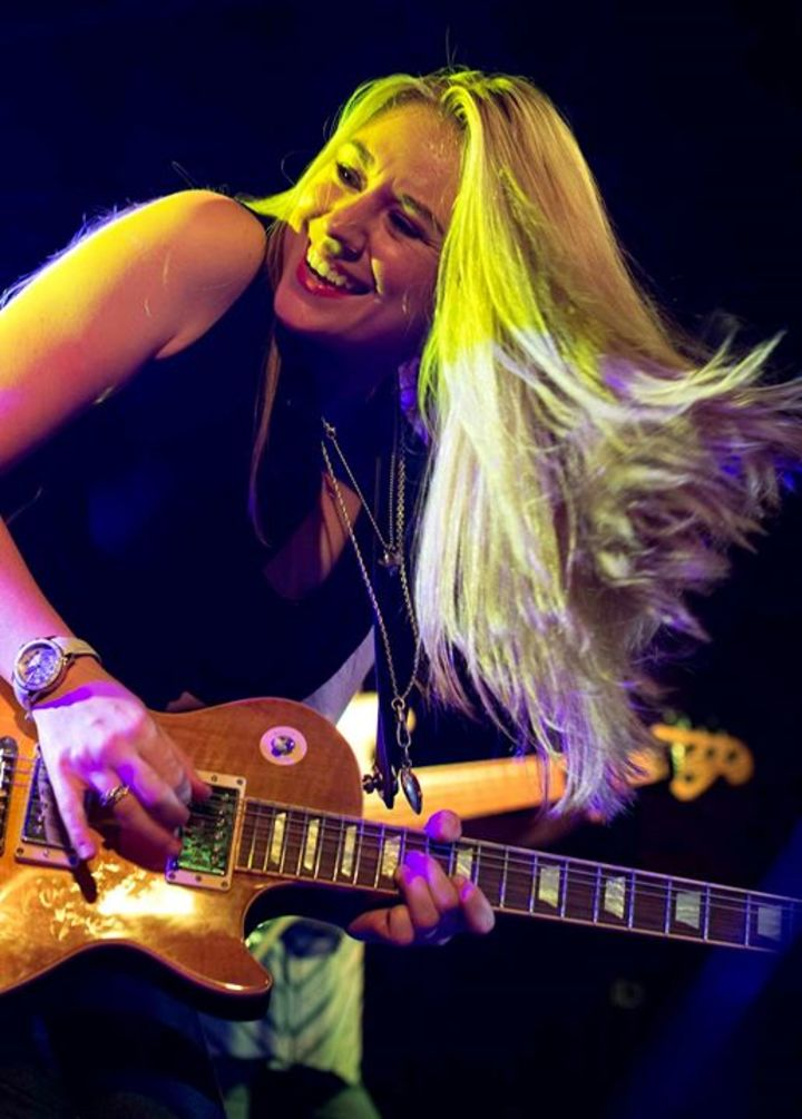 Joanne Shaw Taylor in action