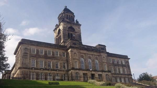 Wirral Council has received over 2,000 applications for government business grants